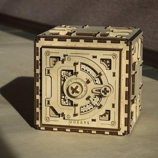 Kit de construccion de una caja fuerte de madera