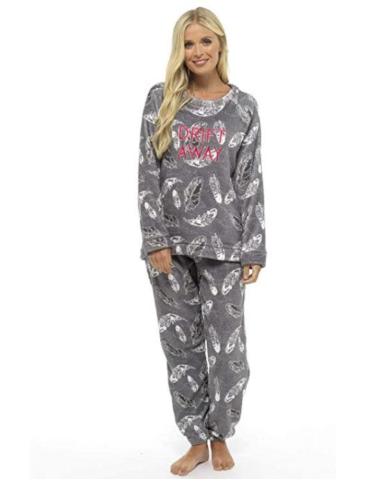 Pijama de invierno de mujer con estampado de plumas